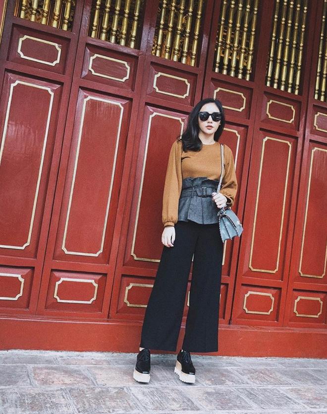 Lên đồ biểu diễn có vẻ hơi già, nhưng street style ngày thường của cô nàng tuổi Tuất - Văn Mai Hương lại trẻ trung hết sảy - Ảnh 8.