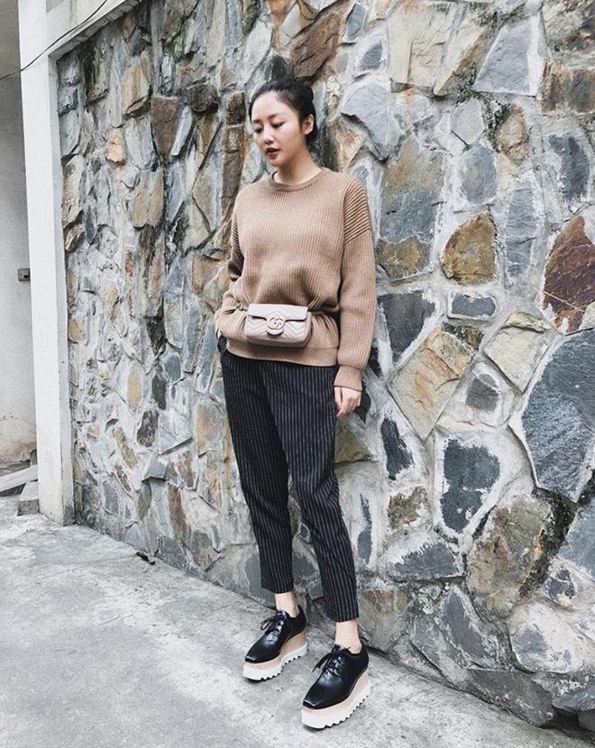 Lên đồ biểu diễn có vẻ hơi già, nhưng street style ngày thường của cô nàng tuổi Tuất - Văn Mai Hương lại trẻ trung hết sảy - Ảnh 9.