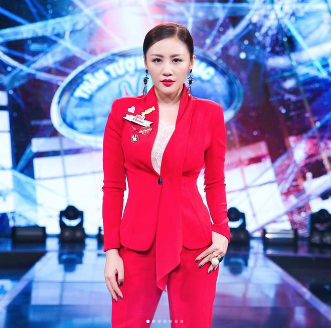 Lên đồ biểu diễn có vẻ hơi già, nhưng street style ngày thường của cô nàng tuổi Tuất - Văn Mai Hương lại trẻ trung hết sảy - Ảnh 7.