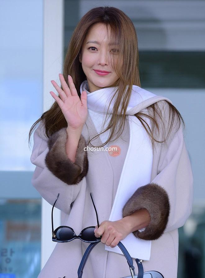 Mỹ nhân không tuổi Kim Hee Sun lên đường sang Milan dự tuần lễ thời trang - Ảnh 2.