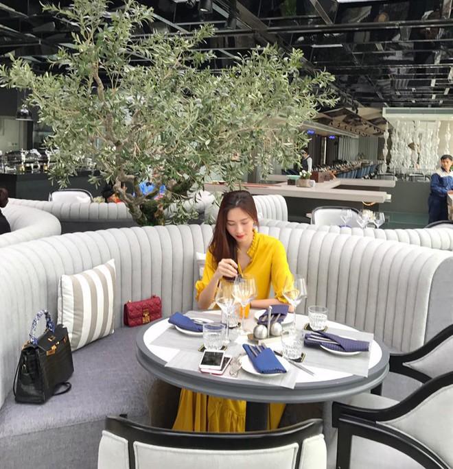 4 mẹ bầu mới của showbiz Việt 2018: người nhẹ nhàng đơn giản, người vòng 2 vượt mặt mà vẫn sexy - Ảnh 4.