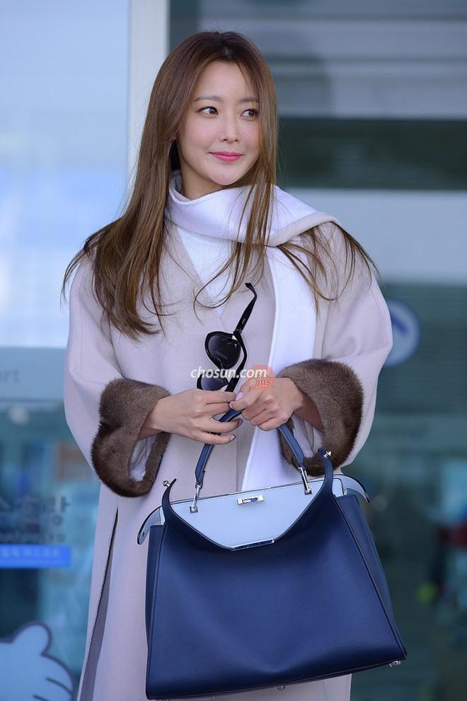 Mỹ nhân không tuổi Kim Hee Sun lên đường sang Milan dự tuần lễ thời trang - Ảnh 4.