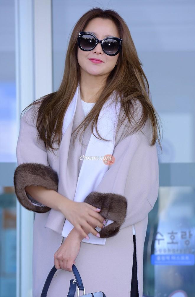 Mỹ nhân không tuổi Kim Hee Sun lên đường sang Milan dự tuần lễ thời trang - Ảnh 5.