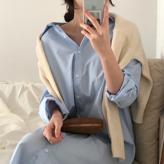 Lười mix đồ nhưng vẫn muốn trông mình thật hay ho, bạn hãy sắm ngay một chiếc váy sơ mi dáng rộng như thế này - Ảnh 11.