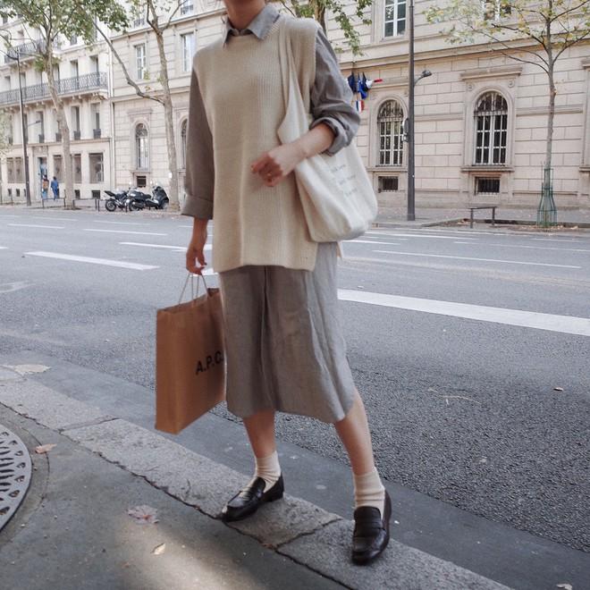 Lười mix đồ nhưng vẫn muốn trông mình thật hay ho, bạn hãy sắm ngay một chiếc váy sơ mi dáng rộng như thế này - Ảnh 12.