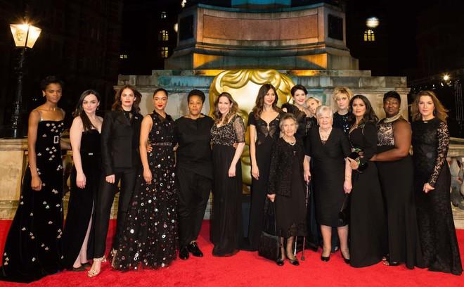 Tinh tế là vậy mà Công nương Kate Middleton vẫn bị chỉ trích khi diện lễ phục đến lễ trao giải BAFTA - Ảnh 4.