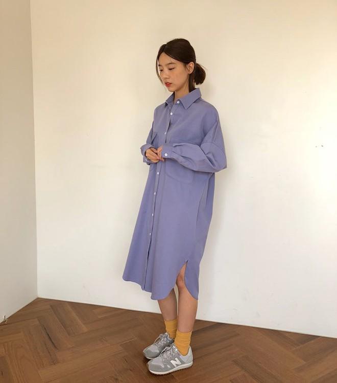 Lười mix đồ nhưng vẫn muốn trông mình thật hay ho, bạn hãy sắm ngay một chiếc váy sơ mi dáng rộng như thế này - Ảnh 5.