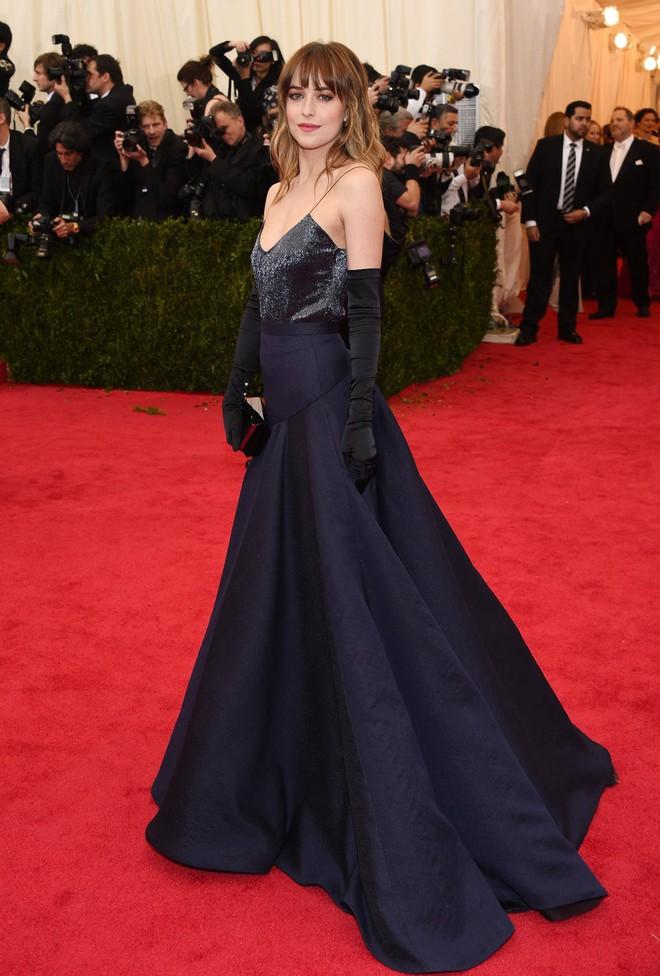 """Dakota Johnson: Từ cô bé kém sắc đến mỹ nhân gợi cảm của """"50 sắc thái"""" - Ảnh 11."""