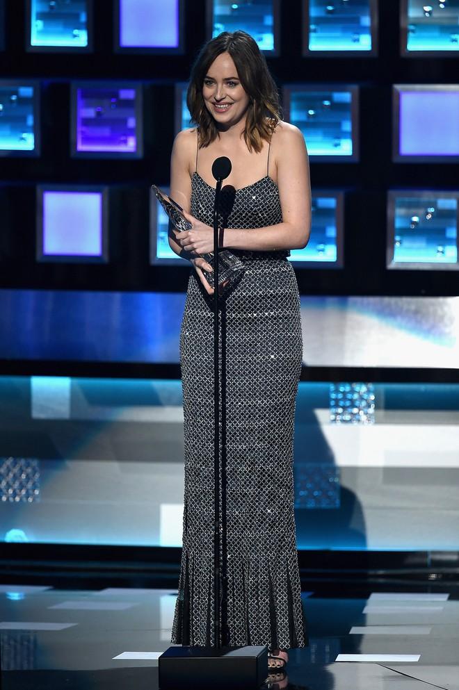 """Dakota Johnson: Từ cô bé kém sắc đến mỹ nhân gợi cảm của """"50 sắc thái"""" - Ảnh 14."""