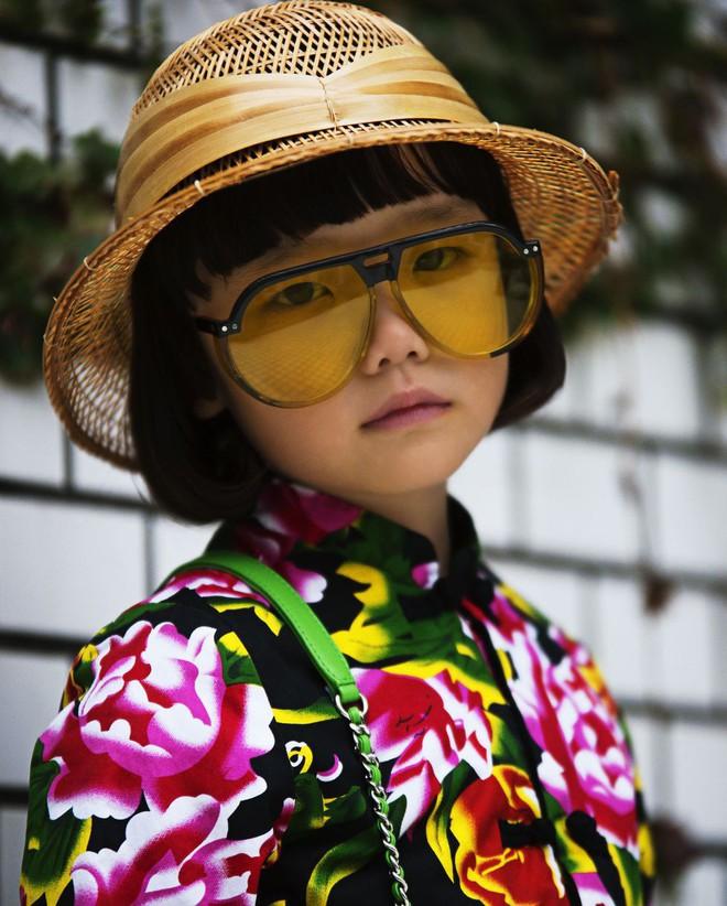 Fashionista 7 tuổi người Nhật từng gây sốt nay còn tự mix đồ hiệu xịn sò cho photoshoot chất ngất của mình trên Elle Mỹ - Ảnh 3.