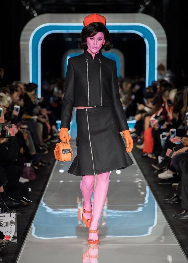 Bỗng dưng cả loạt chân dài Điện Máy Xanh xuất hiện trong show diễn mới của Moschino - Ảnh 4.