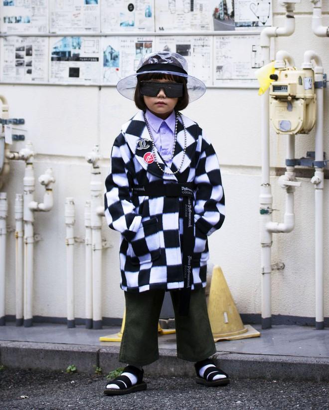 Fashionista 7 tuổi người Nhật từng gây sốt nay còn tự mix đồ hiệu xịn sò cho photoshoot chất ngất của mình trên Elle Mỹ - Ảnh 5.