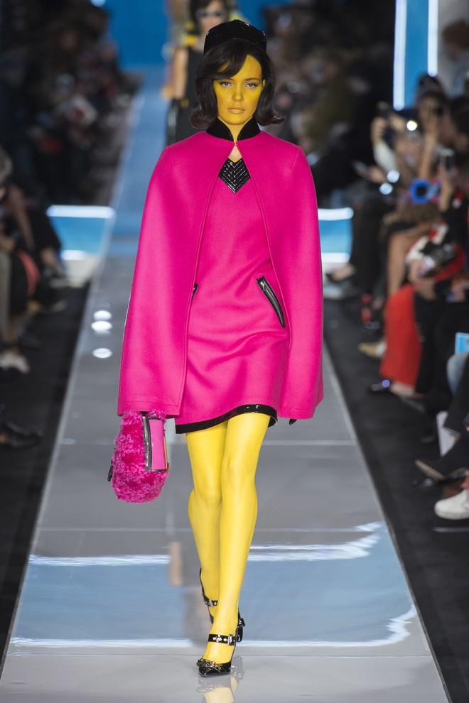 Bỗng dưng cả loạt chân dài Điện Máy Xanh xuất hiện trong show diễn mới của Moschino - Ảnh 5.