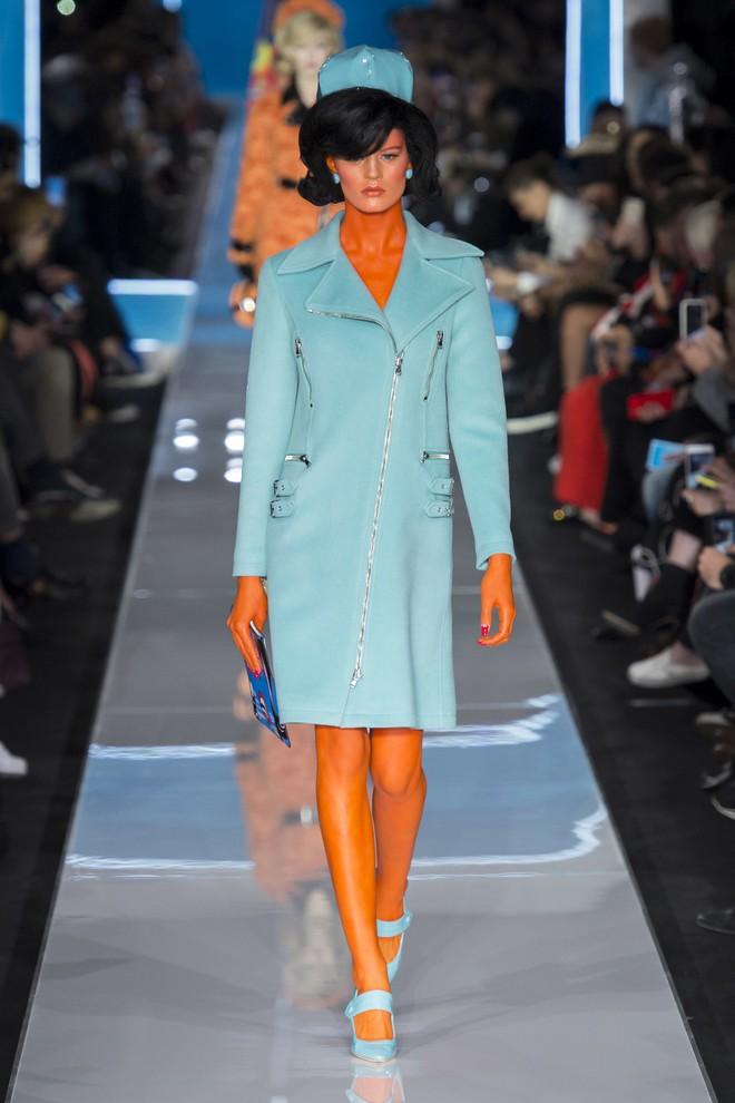Bỗng dưng cả loạt chân dài Điện Máy Xanh xuất hiện trong show diễn mới của Moschino - Ảnh 6.