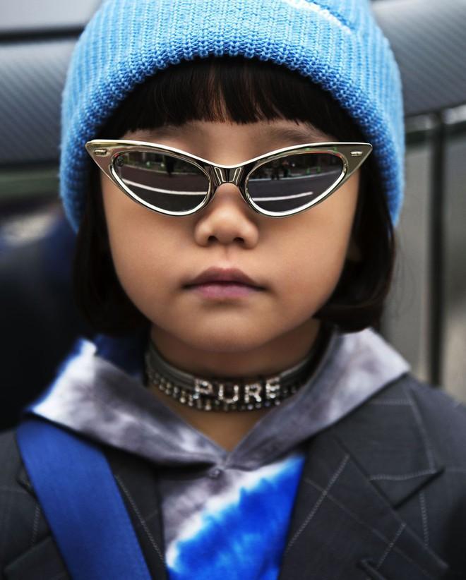Fashionista 7 tuổi người Nhật từng gây sốt nay còn tự mix đồ hiệu xịn sò cho photoshoot chất ngất của mình trên Elle Mỹ - Ảnh 7.