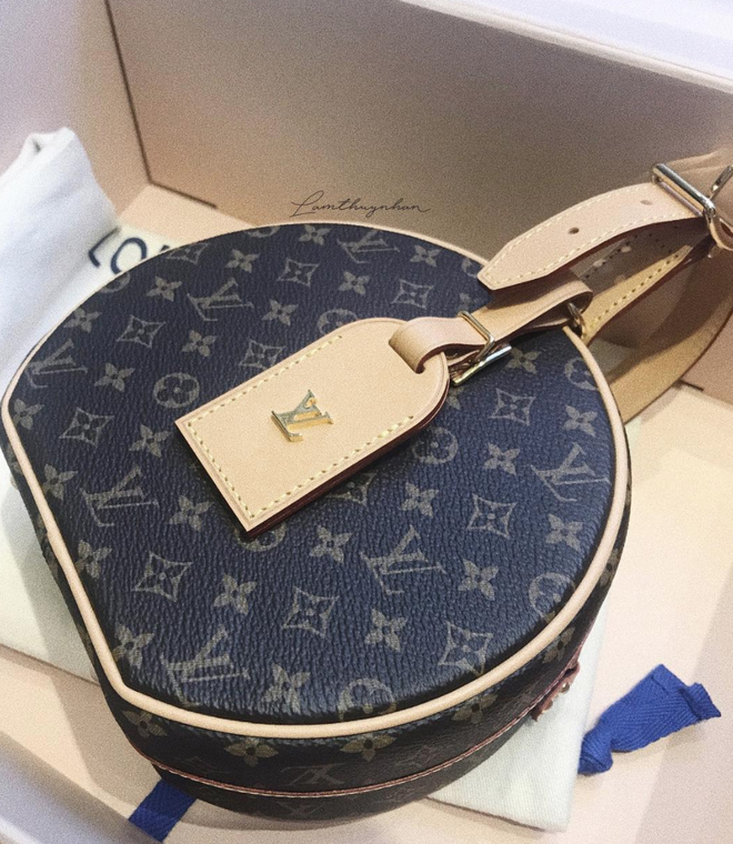 LV Petite Boite Chapeau - chiếc túi có gì đặc biệt mà khiến các tín đồ thời trang thi nhau đụng hàng - Ảnh 27.