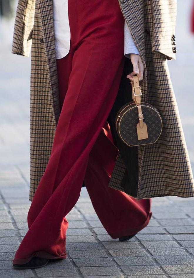 LV Petite Boite Chapeau - chiếc túi có gì đặc biệt mà khiến các tín đồ thời trang thi nhau đụng hàng - Ảnh 6.