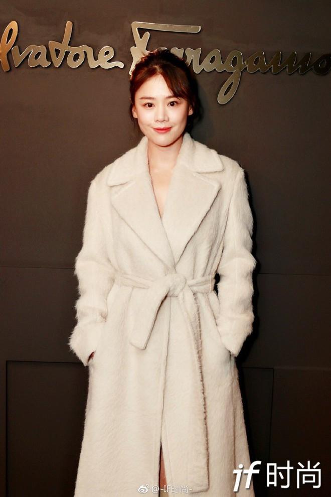 Sánh đôi cùng Huyn Bin tại hàng ghế đầu show thời trang, Mã Tư Thuần có phần nhạt nhòa kém sắc - Ảnh 4.