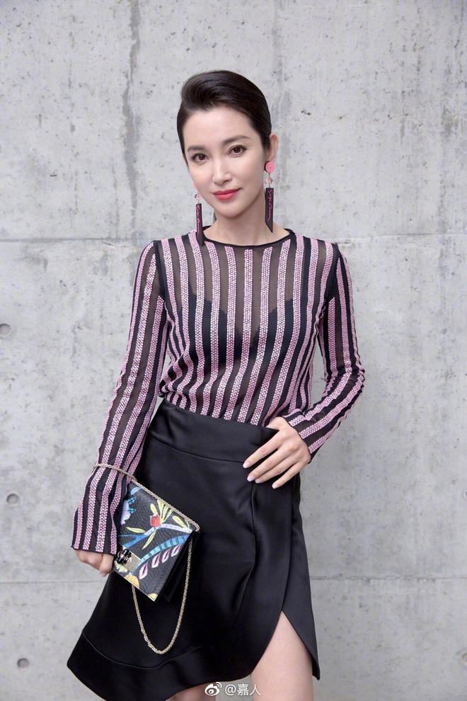 Sánh đôi cùng Huyn Bin tại hàng ghế đầu show thời trang, Mã Tư Thuần có phần nhạt nhòa kém sắc - Ảnh 9.