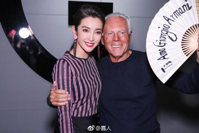 Sánh đôi cùng Huyn Bin tại hàng ghế đầu show thời trang, Mã Tư Thuần có phần nhạt nhòa kém sắc - Ảnh 11.