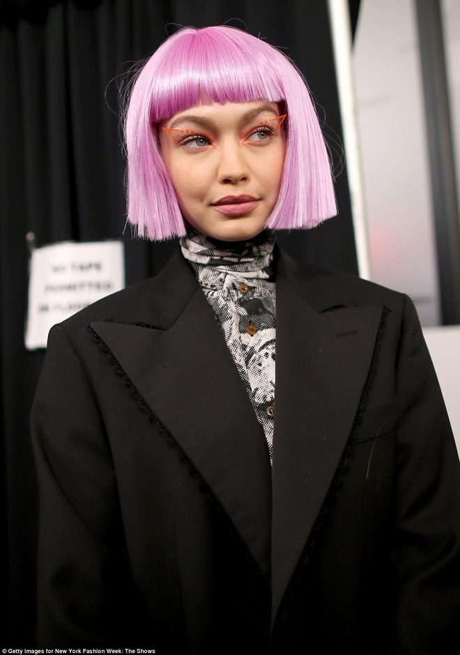 Bài học rút ra từ ảnh hậu trường xấu lạ của Gigi Hadid: xinh đến mấy mà makeup sai cũng vẫn kém sắc như thường - Ảnh 5.