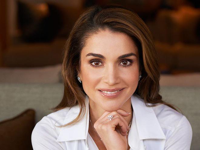 Ngoài Công nương Kate, còn có Hoàng hậu Rania của Vương quốc Jordan vừa xinh lại vừa mặc đẹp miễn chê - Ảnh 6.