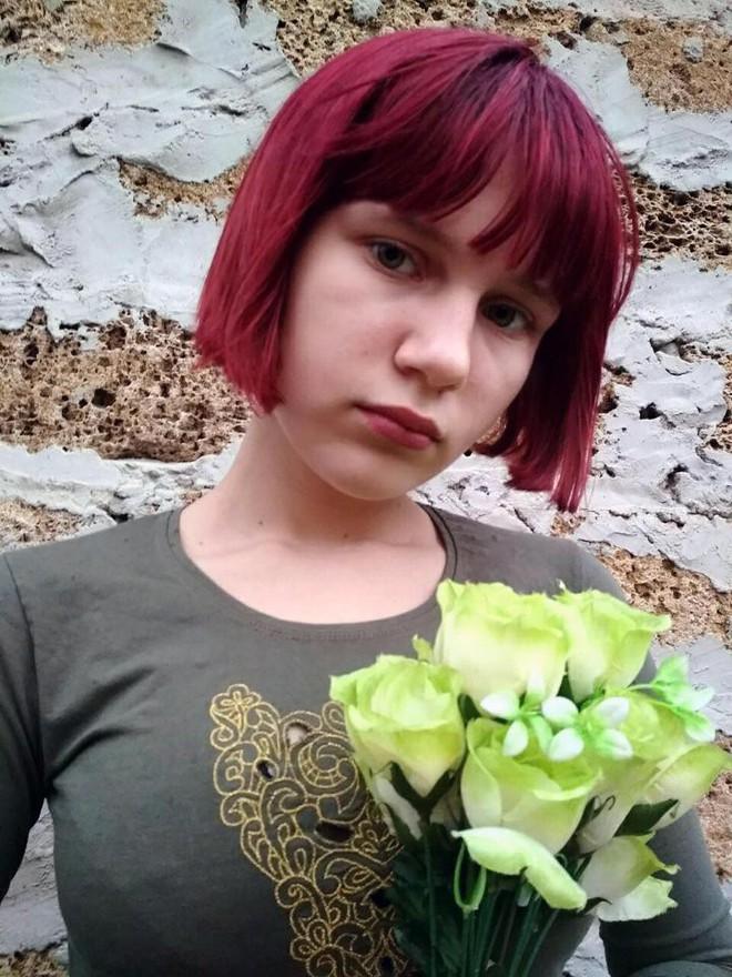 Thảm kịch trên đường đi học về: Bé gái 12 tuổi bị đàn chó hoang tấn công, tử vong đầy đau đớn - Ảnh 1.