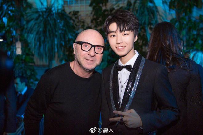Địch Lệ Nhiệt Ba hóa công chúa sang chảnh, cùng Vương Tuấn Khải ngồi ghế đầu dự show Dolce & Gabbana - Ảnh 9.