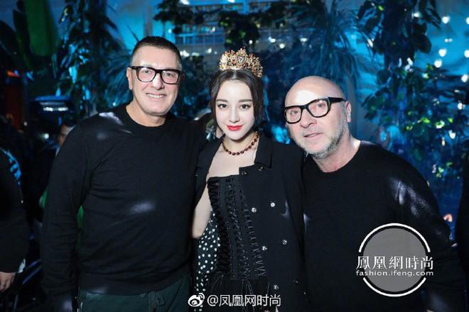 Địch Lệ Nhiệt Ba hóa công chúa sang chảnh, cùng Vương Tuấn Khải ngồi ghế đầu dự show Dolce & Gabbana - Ảnh 10.