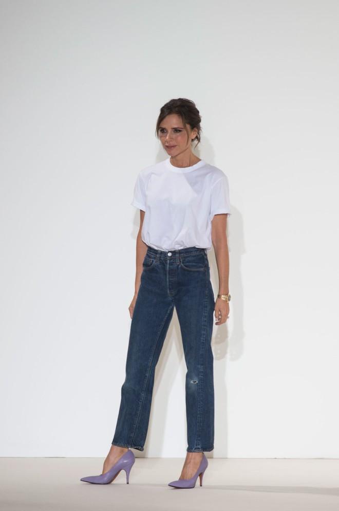 Victoria Beckham và những chiếc quần jeans chẳng mấy khi giặt - Ảnh 1.