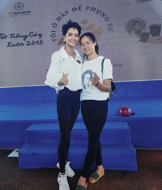 Học ngay kỹ nghệ kéo dài chân của Hoa hậu HHen Niê: đã mặc quần là phải quần cạp cao - Ảnh 5.