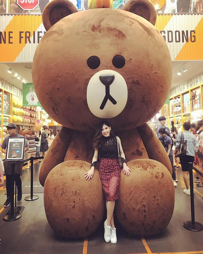 Chân dung cô em nóng bỏng của Hoa hậu nhà giàu Jolie Nguyễn - Ảnh 23.