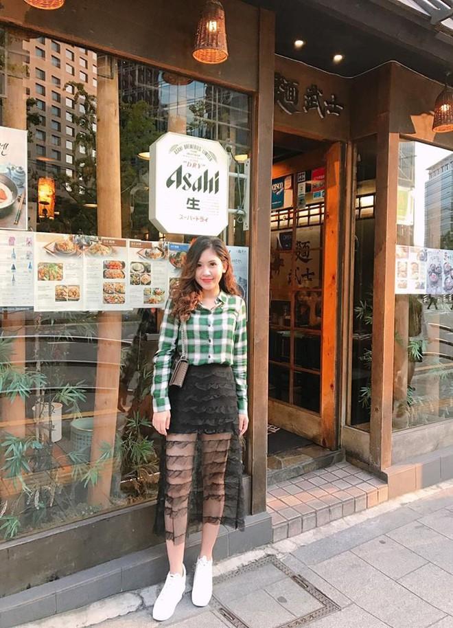 Chân dung cô em nóng bỏng của Hoa hậu nhà giàu Jolie Nguyễn - Ảnh 24.