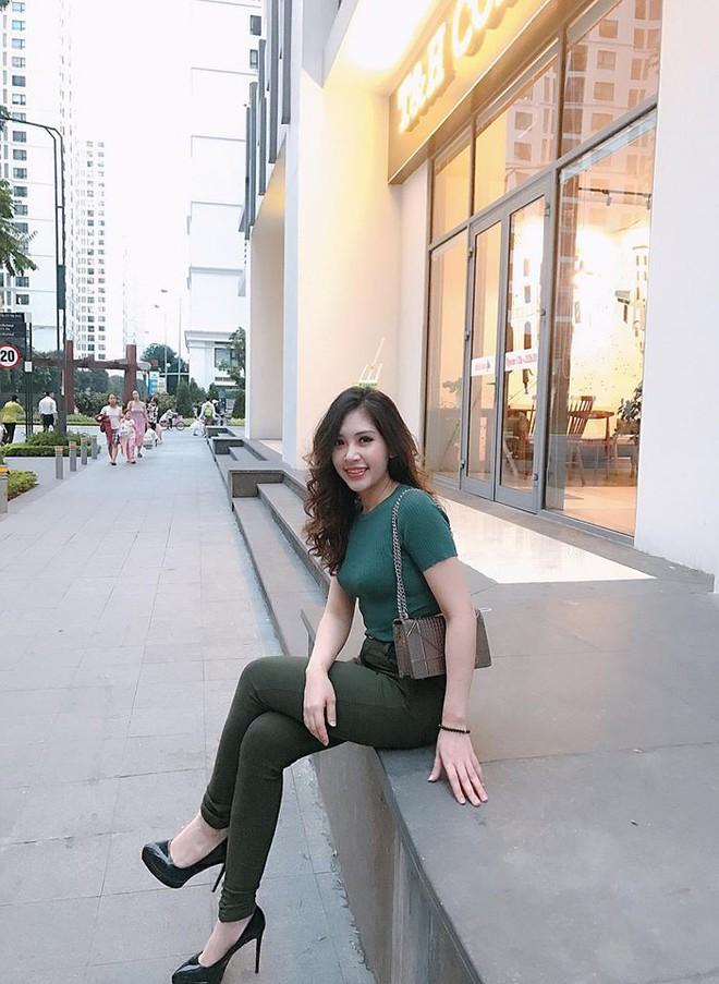 Chân dung cô em nóng bỏng của Hoa hậu nhà giàu Jolie Nguyễn - Ảnh 6.