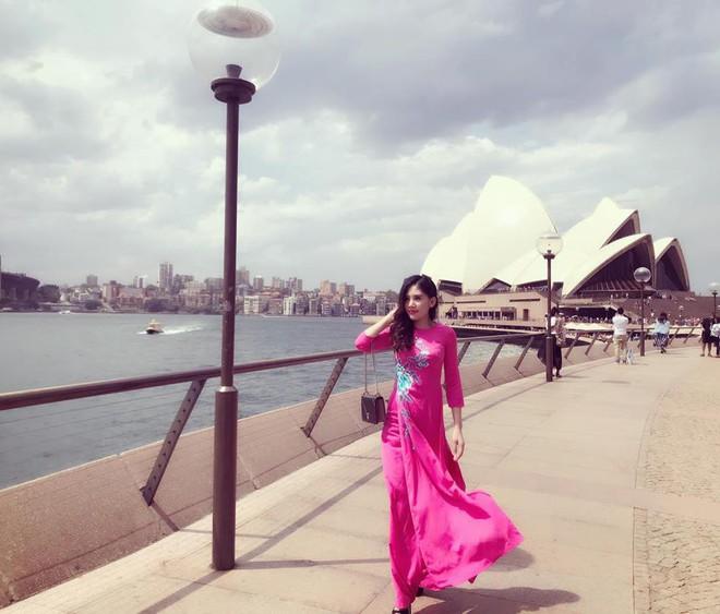 Chân dung cô em nóng bỏng của Hoa hậu nhà giàu Jolie Nguyễn - Ảnh 7.