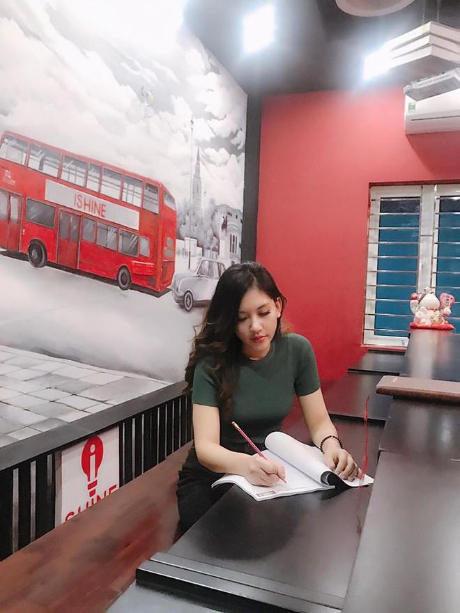 Chân dung cô em nóng bỏng của Hoa hậu nhà giàu Jolie Nguyễn - Ảnh 9.