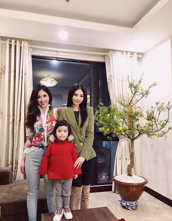 Chân dung cô em nóng bỏng của Hoa hậu nhà giàu Jolie Nguyễn - Ảnh 2.