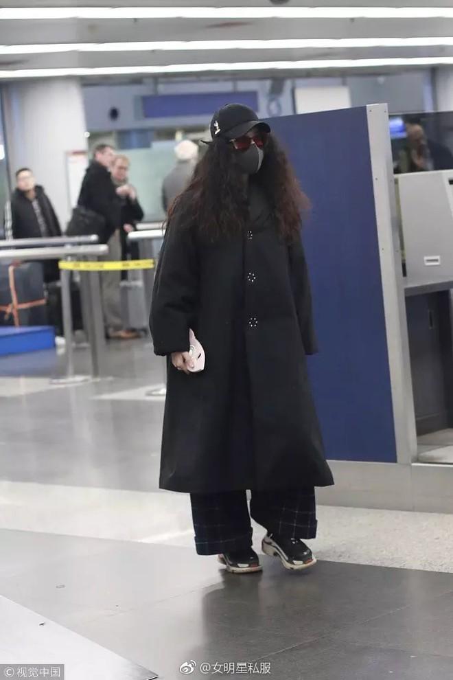 Trang phục thì lùng bùng, tóc tai xoăn xù khó tả, nhìn Phạm Băng Băng cứ như bản sao của giáo sư Hagrid trong Harry Potter - Ảnh 2.