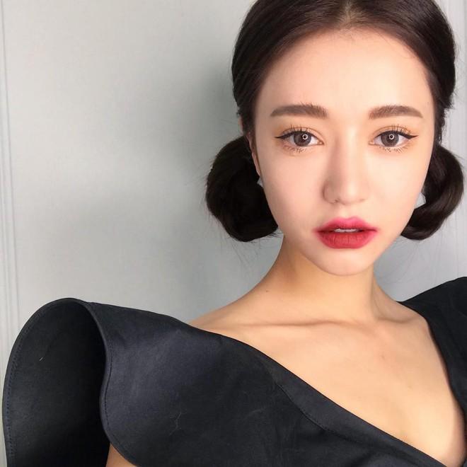 Đăng ảnh selfie quảng cáo màu son mới của 3CE, Park Sora gây giật mình vì đôi môi tô vẽ quá đà đáng sợ như Joker - Ảnh 3.