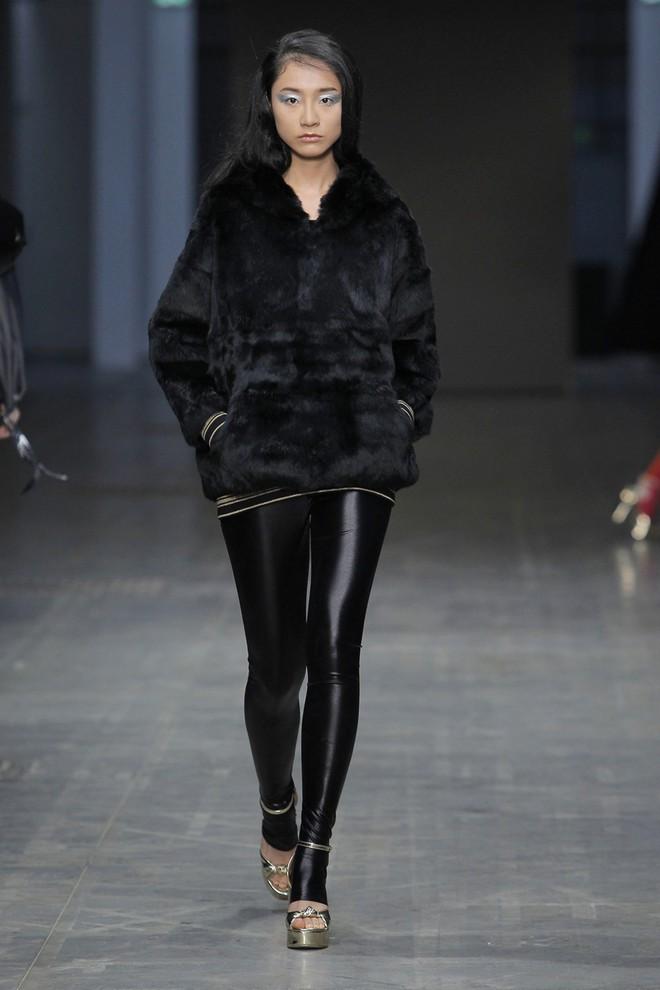 Chỉ thua mỗi Hoàng Thùy mùa giải 2011, nhưng 7 năm sau Trà My Next Top mới dám tiến công Milan Fashion Week - Ảnh 3.