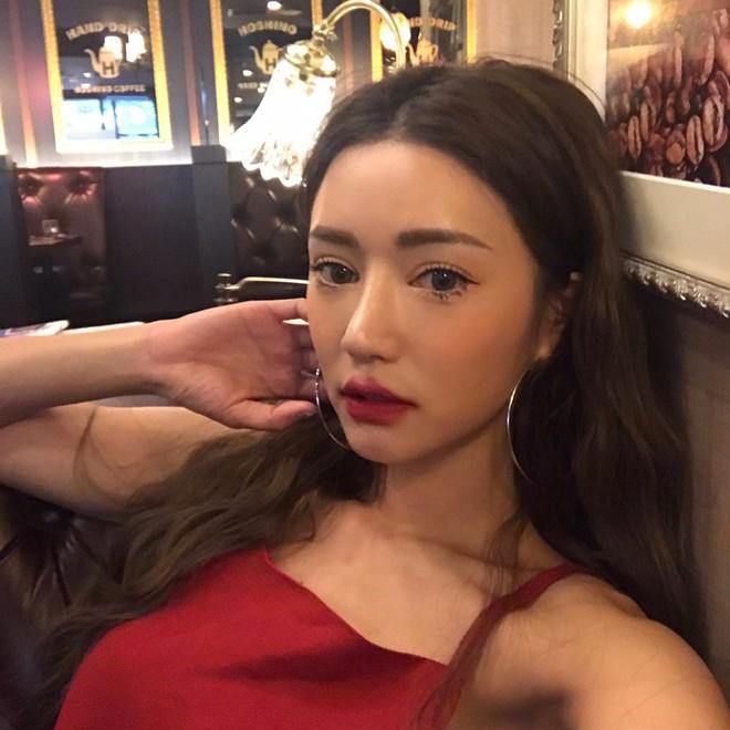Đăng ảnh selfie quảng cáo màu son mới của 3CE, Park Sora gây giật mình vì đôi môi tô vẽ quá đà đáng sợ như Joker - Ảnh 4.