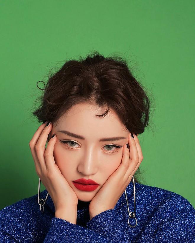 Đăng ảnh selfie quảng cáo màu son mới của 3CE, Park Sora gây giật mình vì đôi môi tô vẽ quá đà đáng sợ như Joker - Ảnh 5.