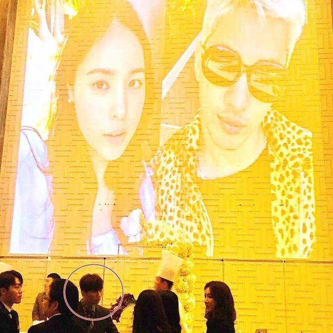 Niềm vui nhân đôi với fan Bigbang: Cuối cùng T.O.P cũng đã xuất hiện trong đám cưới Taeyang và Min Hyorin - Ảnh 6.