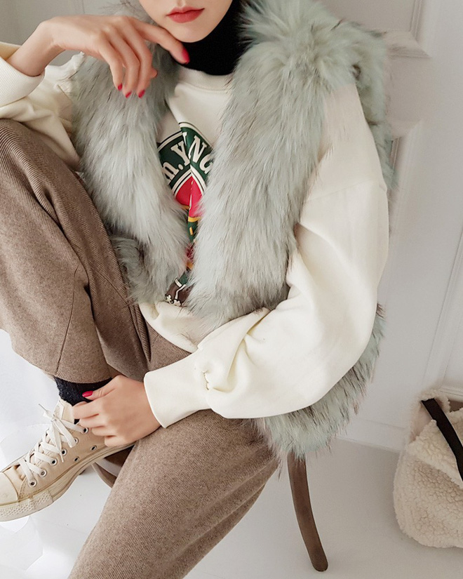10 công thức mặc layer áo cổ lọ ôm sát giúp bạn trông vừa ấm, vừa xinh trong đợt rét đậm rét hại này - Ảnh 6.