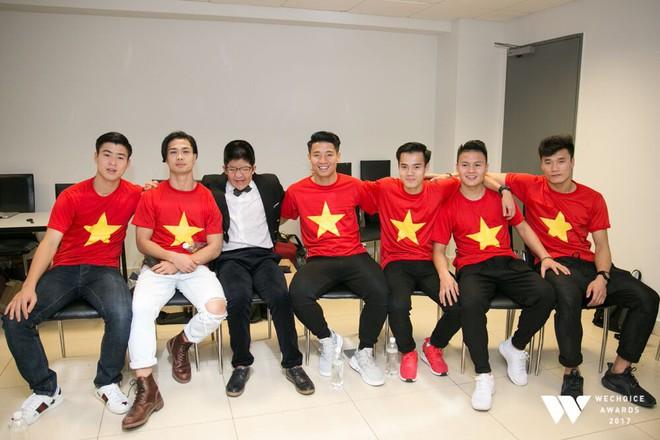 Nguồn cảm hứng màu đỏ từ U23 Việt Nam khiến sân khấu WeChoice Awards bùng nổ - Ảnh 10.