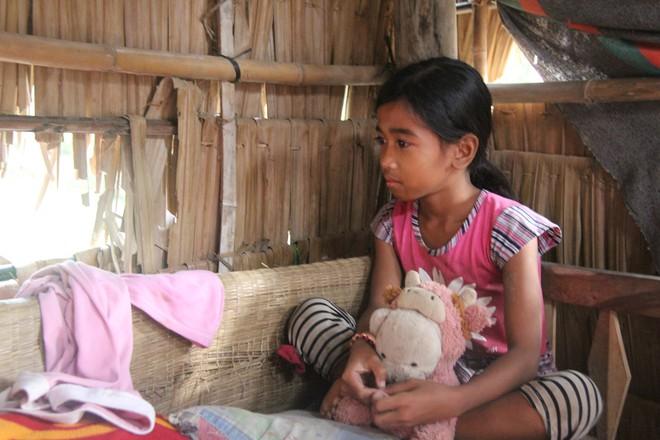 Hơn 45 triệu đồng giúp đỡ 3 bé gái bị bố mẹ bỏ rơi không có tiền đi học, bán vé số kiếm sống qua ngày - Ảnh 4.