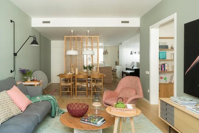 Căn hộ ấm áp nhờ biết cách sử dụng nội thất gỗ - Ảnh 4.