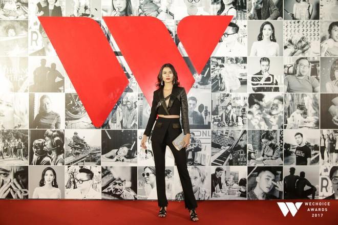 Không diện váy vóc điệu đà, HHen Niê và Kỳ Duyên vẫn tỏa sáng rực rỡ trên thảm đỏ Wechoice Awards 2017 - Ảnh 5.
