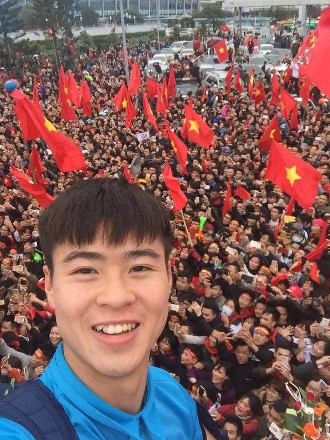 Những bức ảnh chứng minh: Dù cho vật đổi sao dời, 3 cầu thủ U23 này chỉ có một biểu cảm selfie duy nhất - Ảnh 7.
