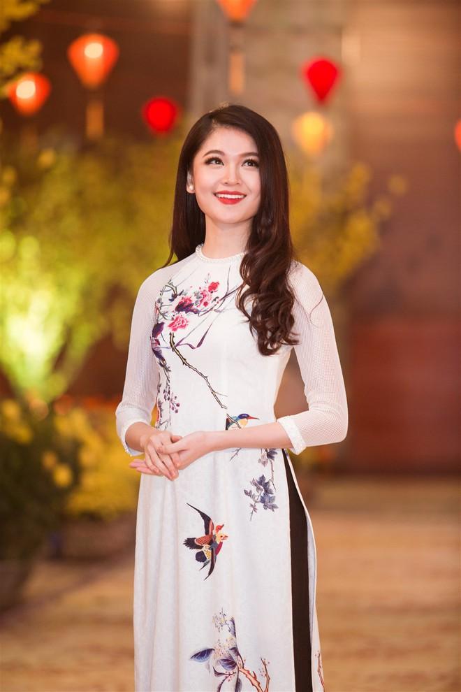 Á hậu Thùy Dung, Diễm Trang, Diệu Thùy đọ sắc, đọ giọng trên sân khấu - Ảnh 2.